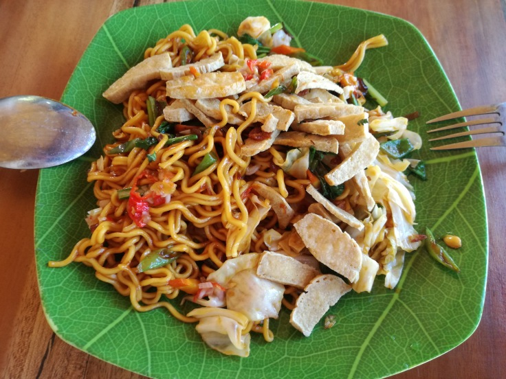 Mie goreng with fried tofu.