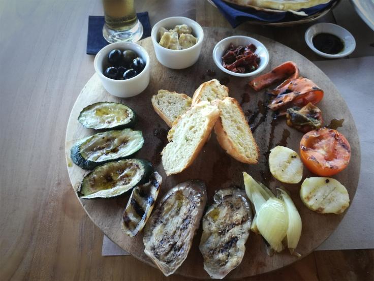 Grilled vegetables platter (Vegan).